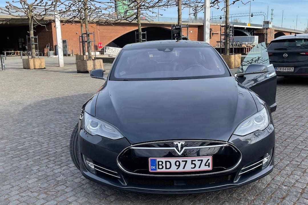 Billig billeje af Tesla Model S med GPS nær 1574 København.