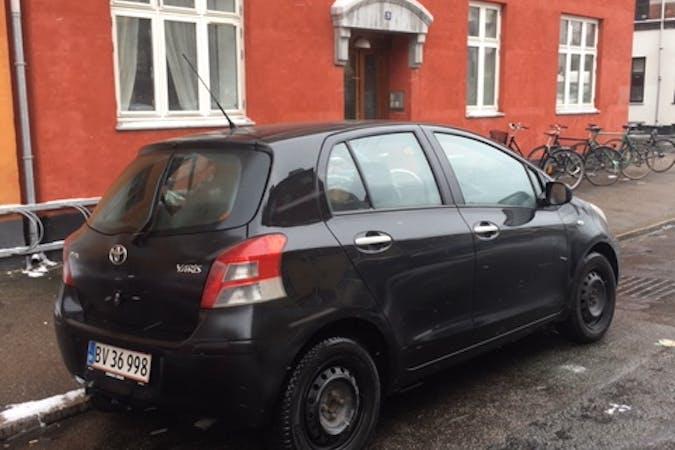 Billig billeje af Toyota Yaris med Anhængertræk nær 2450 København.