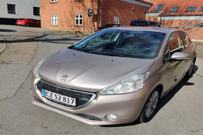 Billig billeje af Peugeot 208 med Isofix beslag nær 7800 Skive.