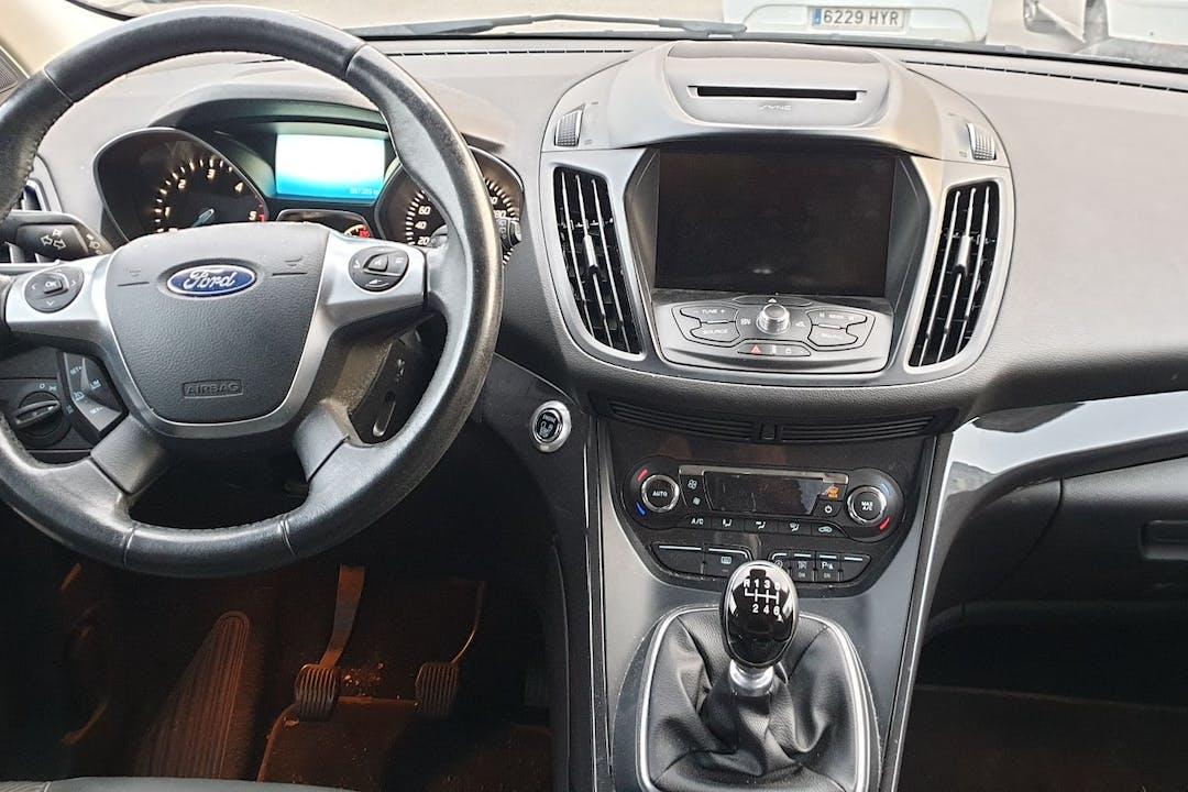 Alquiler barato de Ford Kuga con equipamiento GPS cerca de  València.