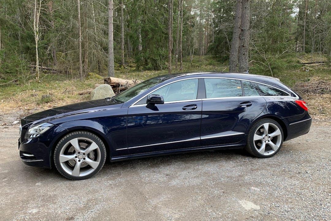 Billig biluthyrning av Mercedes CLS med GPS i närheten av 197 34 .