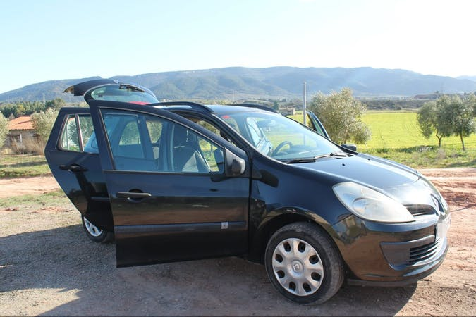 Alquiler barato de Renault Clio cerca de 43840 Salou.