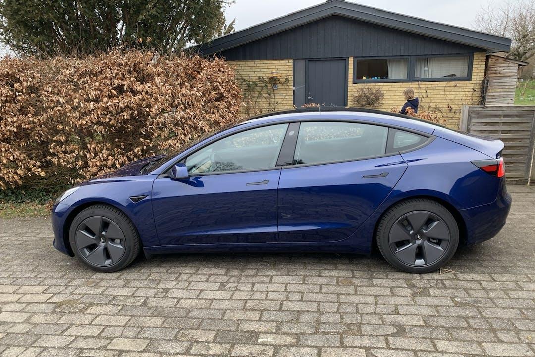 Billig billeje af Tesla Model 3 med GPS nær 3500 Værløse.