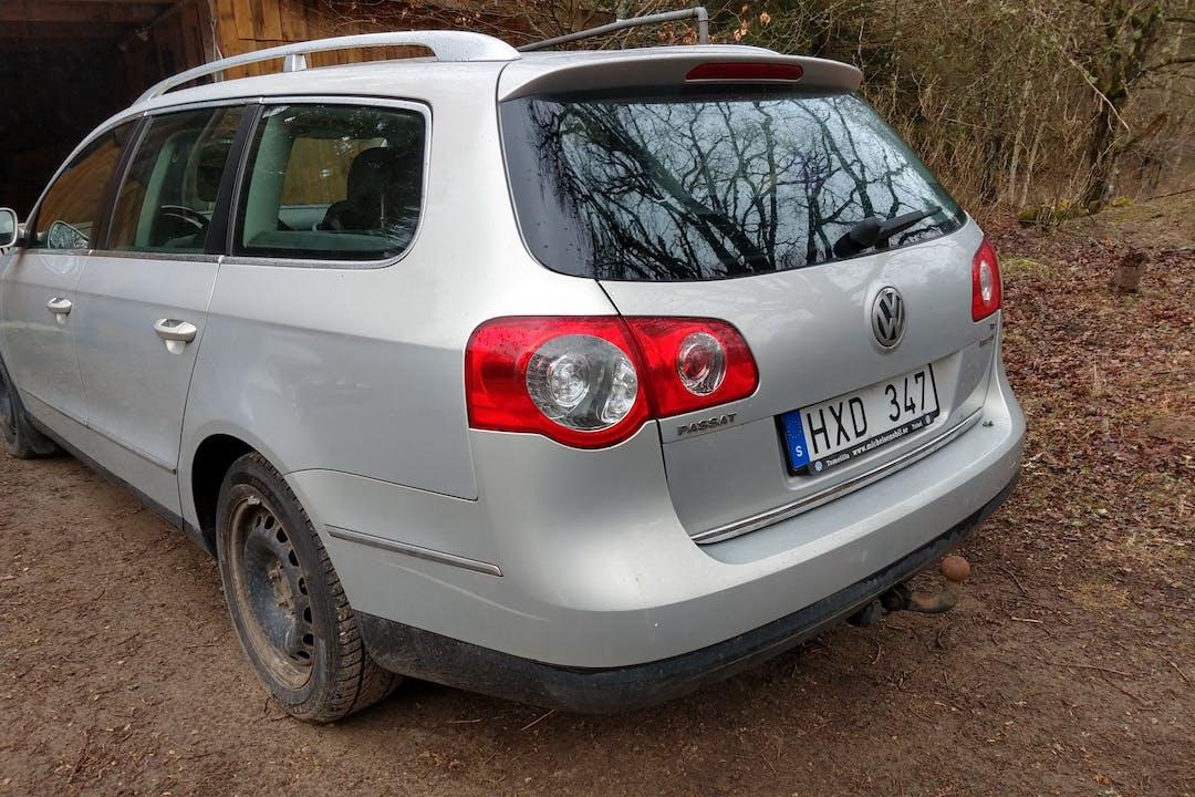 Billig biluthyrning av Volkswagen Passat med Isofix i närheten av 298 91 Kristianstad V.