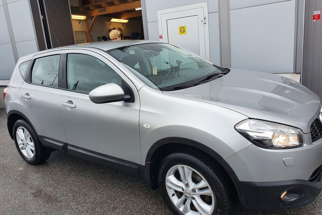 Billig biluthyrning av Nissan Qashqai med GPS i närheten av  Enskede-Årsta-Vantör.