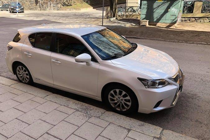 Billig biluthyrning av Lexus CT med Bluetooth i närheten av 118 57 Södermalm.