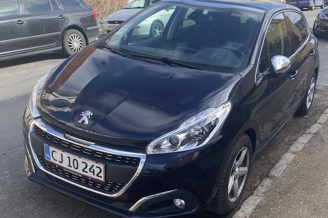 Billig billeje af Peugeot 208 med GPS nær 2500 København.