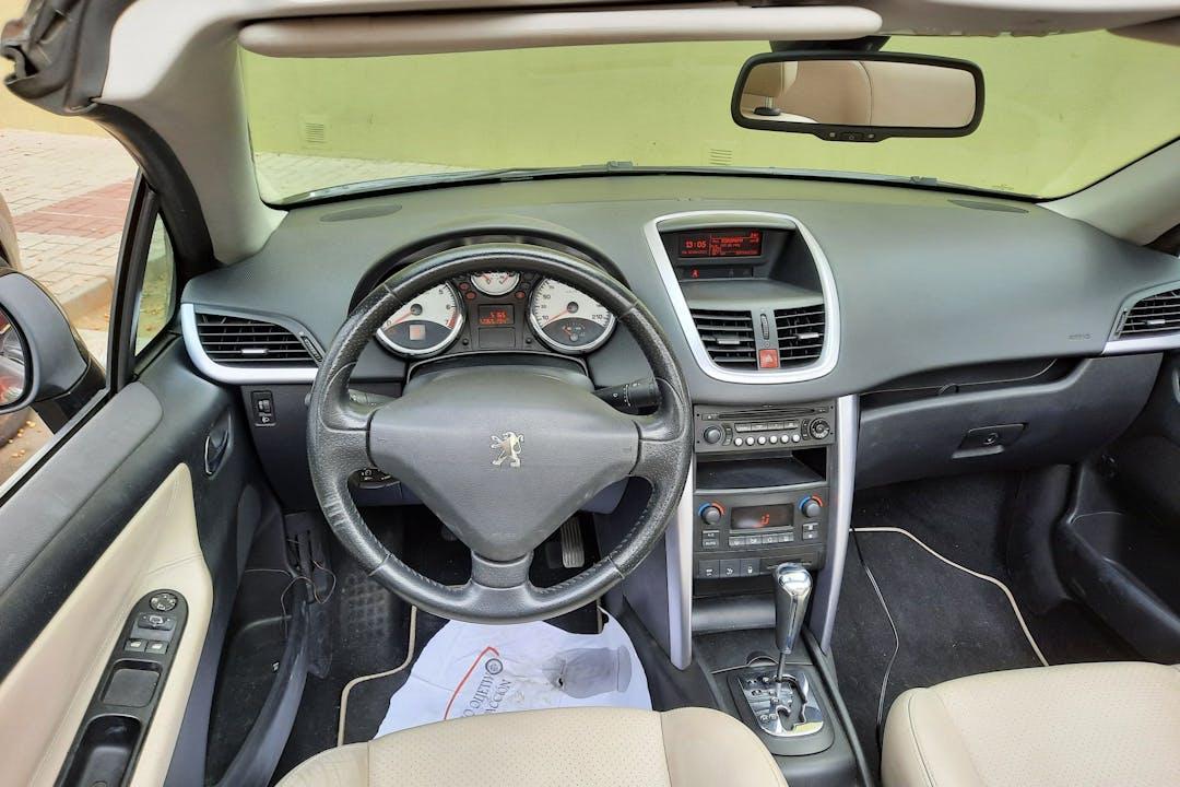 Alquiler barato de Peugeot 207 CC cerca de 29008 Málaga.