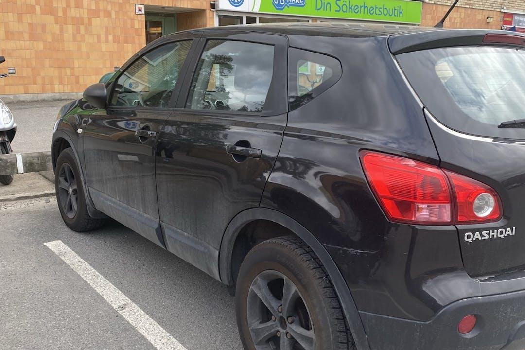 Billig biluthyrning av Nissan Qashqai med Bluetooth i närheten av 141 45 Sjödalen.