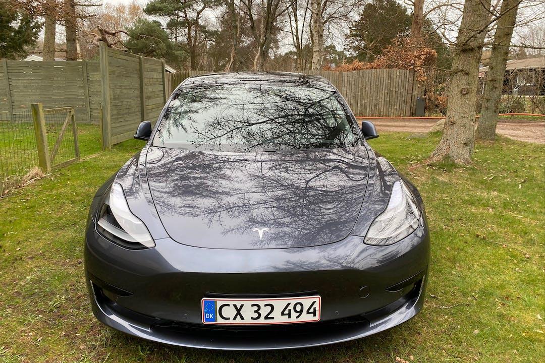 Billig billeje af Tesla Model 3 med GPS nær 2400 København.