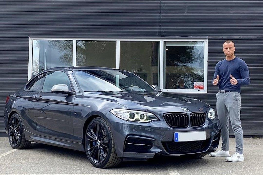 Billig biluthyrning av BMW 2 Series med GPS i närheten av 132 39 .