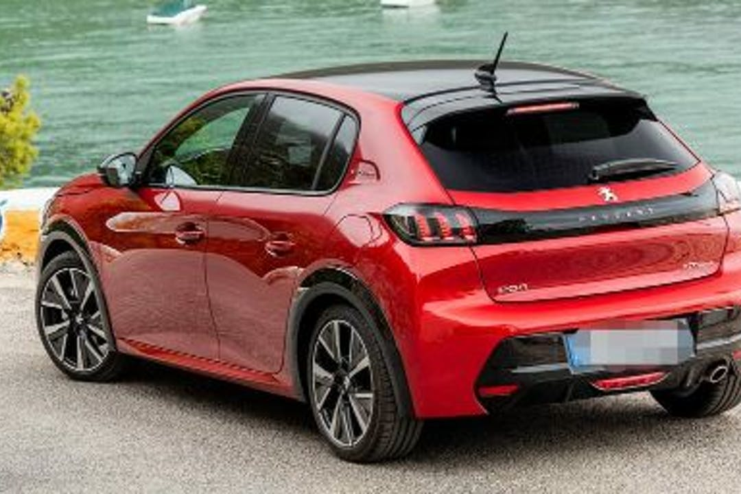 Alquiler barato de Peugeot 208 con equipamiento Bluetooth cerca de 46200 Paiporta.