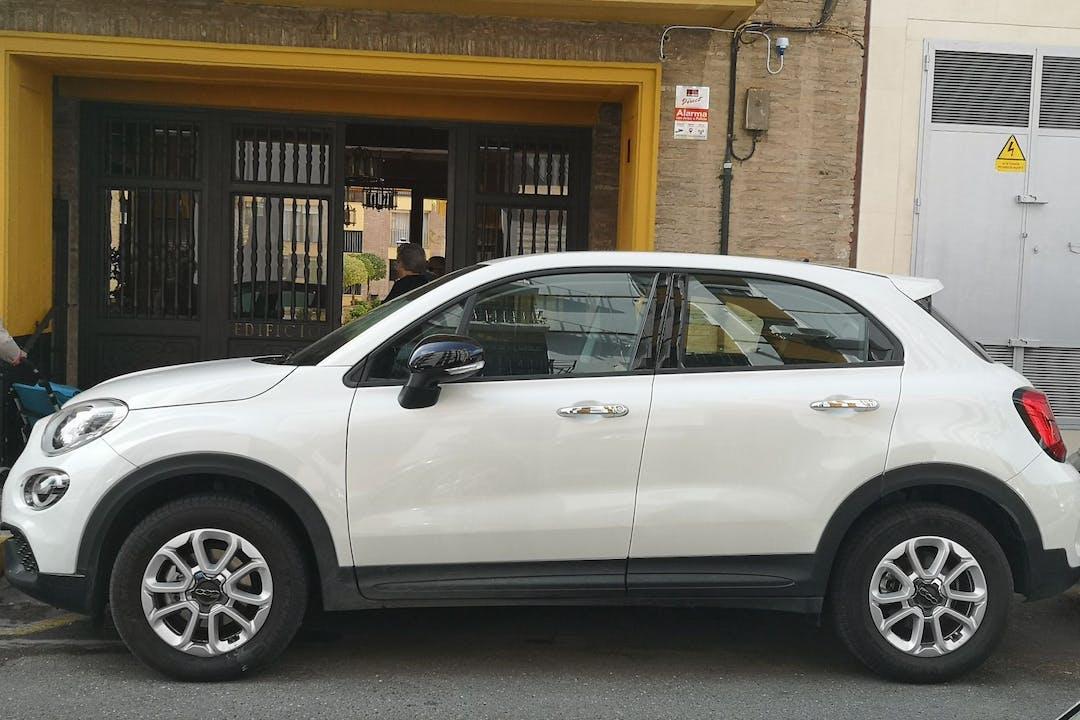 Alquiler barato de Fiat 500X con equipamiento Fijaciones Isofix cerca de 41002 Sevilla.
