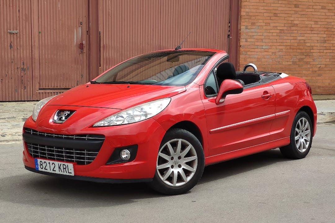 Alquiler barato de Peugeot 207 CC cerca de 08016 Barcelona.