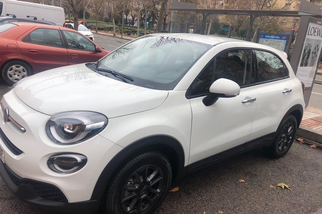 Alquiler barato de Fiat 500X con equipamiento Bluetooth cerca de 28037 Madrid.