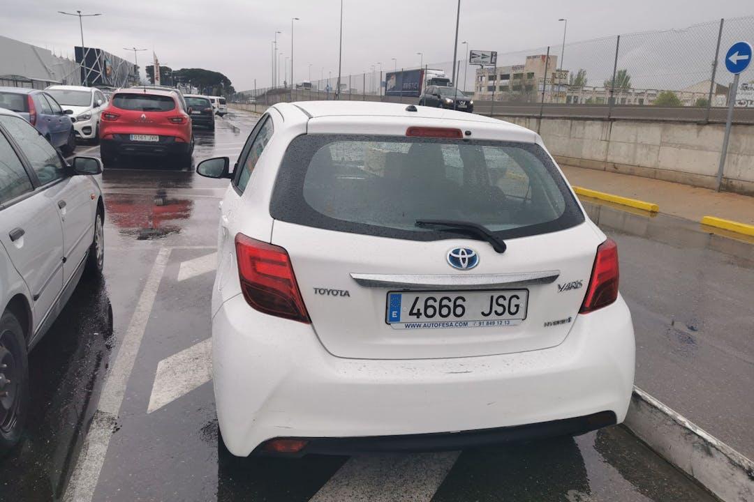 Alquiler barato de Toyota Yaris con equipamiento Bluetooth cerca de 28019 Madrid.