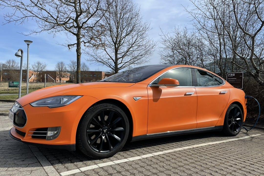 Billig billeje af Tesla Model S nær 1112 København.