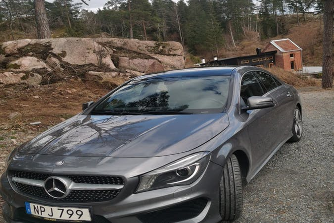 Billig biluthyrning av Mercedes CLA med GPS i närheten av  .