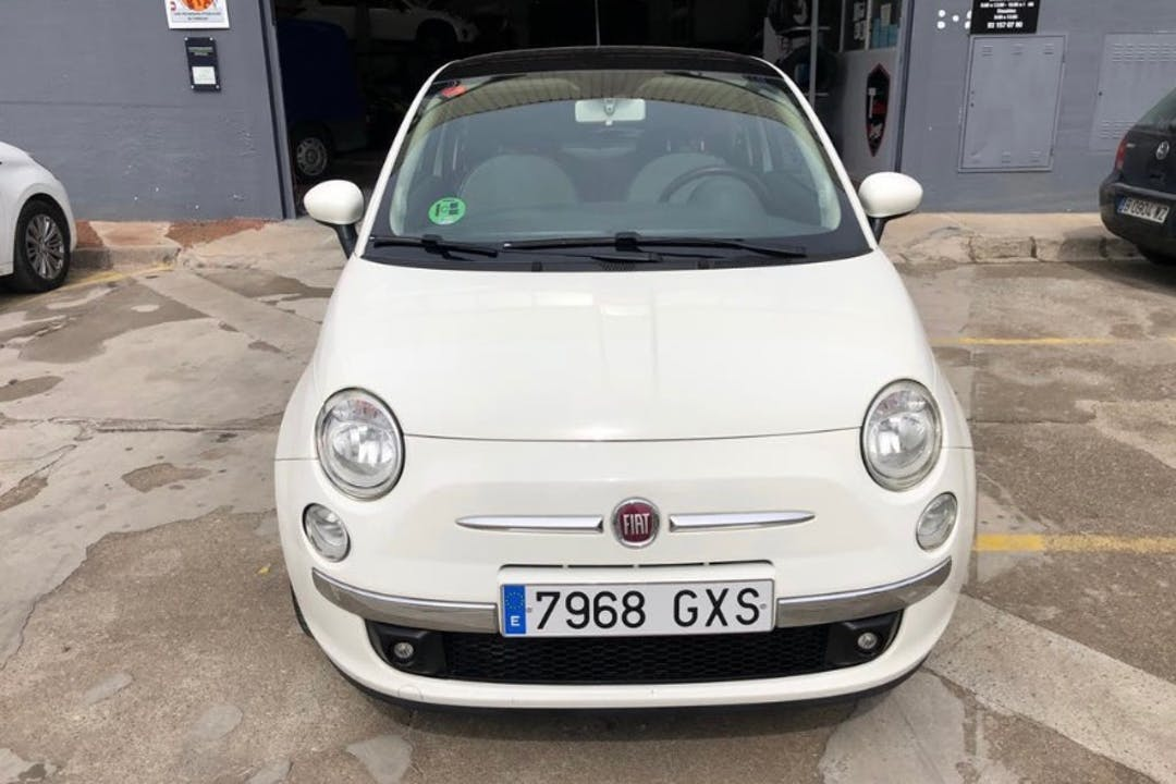 Alquiler barato de Fiat 500 cerca de 08025 Barcelona.