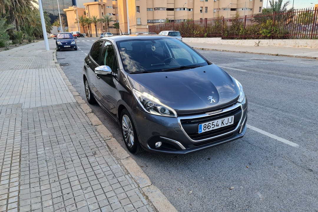 Alquiler barato de Peugeot 208 cerca de 03203 Elx.