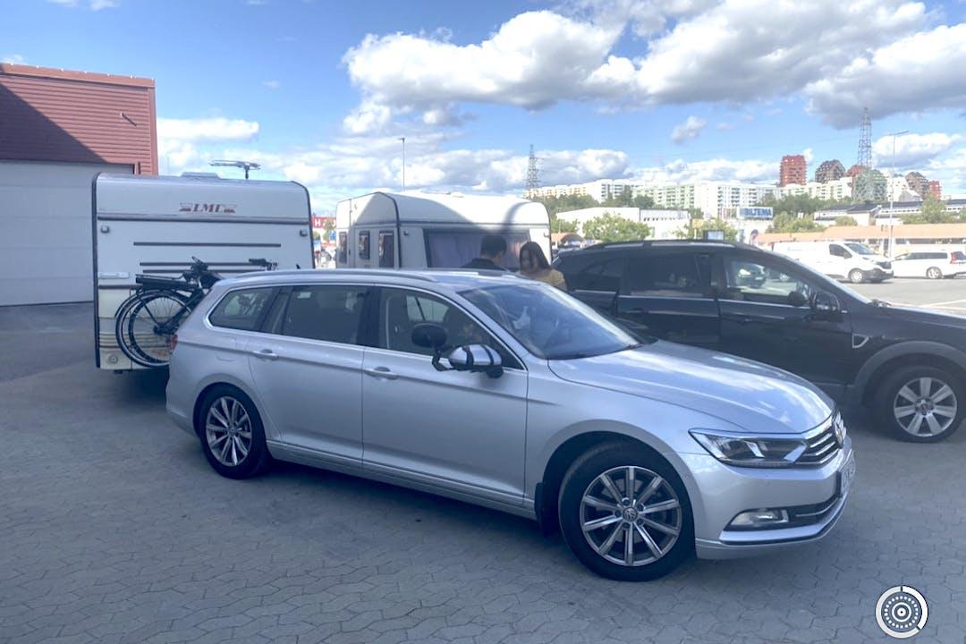 Billig biluthyrning av Volkswagen Passat i närheten av 124 62 Enskede-Årsta-Vantör.
