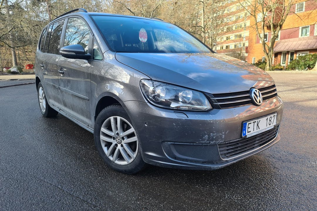 Billig biluthyrning av Volkswagen Touran med GPS i närheten av 129 55 Hägersten-Liljeholmen.