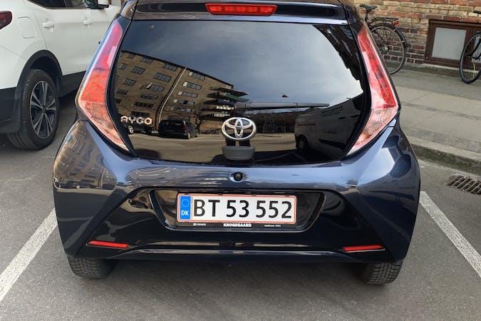 Billig billeje af Toyota AYGO med Bluetooth nær 2100 København.