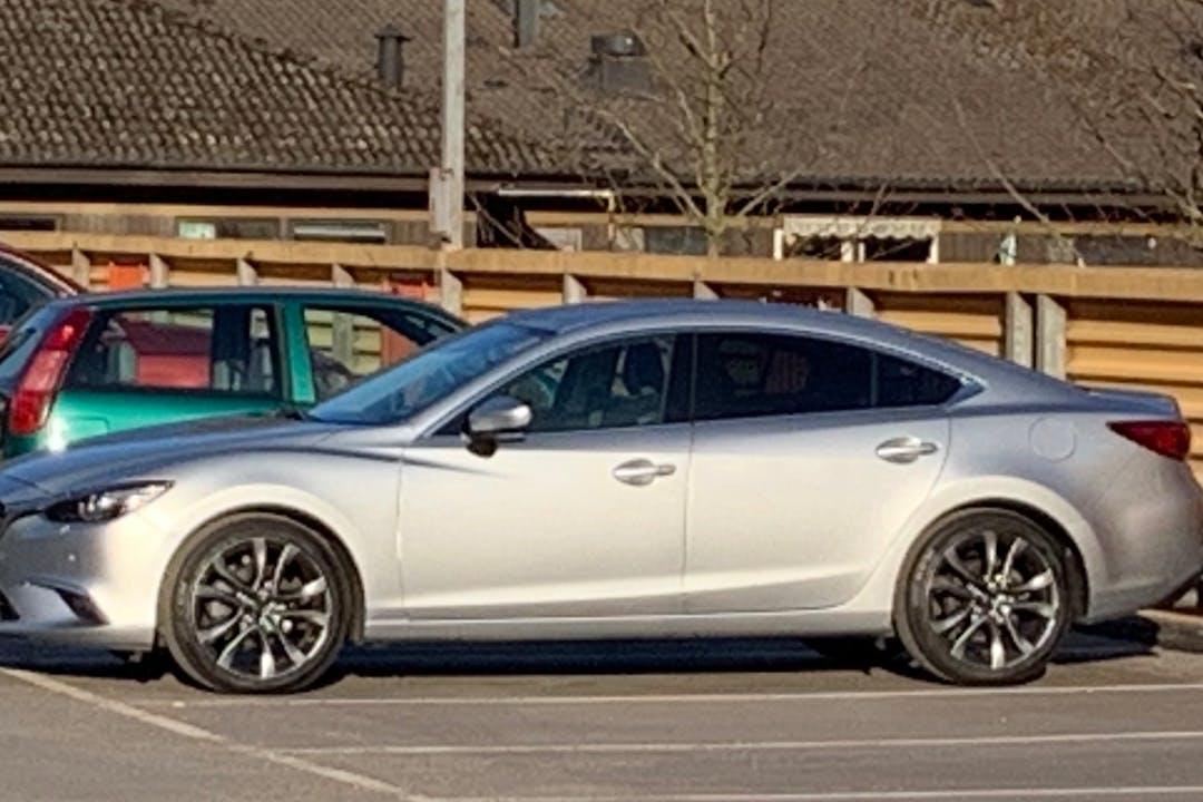 Billig biluthyrning av Mazda 6 i närheten av  .