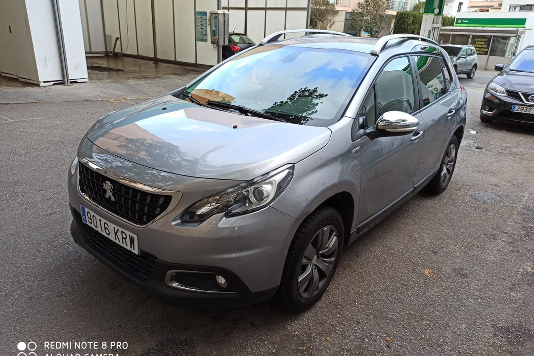 Alquiler barato de Peugeot 2008 con equipamiento Bluetooth cerca de 07008 Palma.
