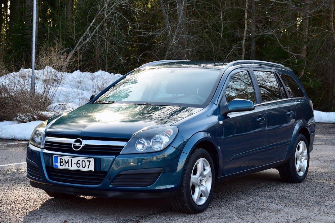 Opel Astran halpa vuokraus Isofix-kiinnikkeetn kanssa lähellä 48220 Kotka.