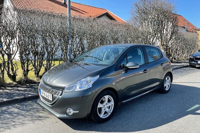 Billig biluthyrning av Peugeot 208 med Isofix i närheten av 434 31 Vallda-Tingsberget.
