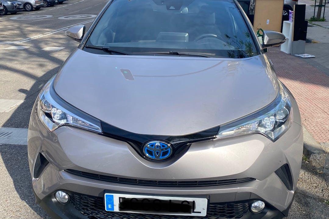 Alquiler barato de Toyota C-HR con equipamiento GPS cerca de 28038 Madrid.