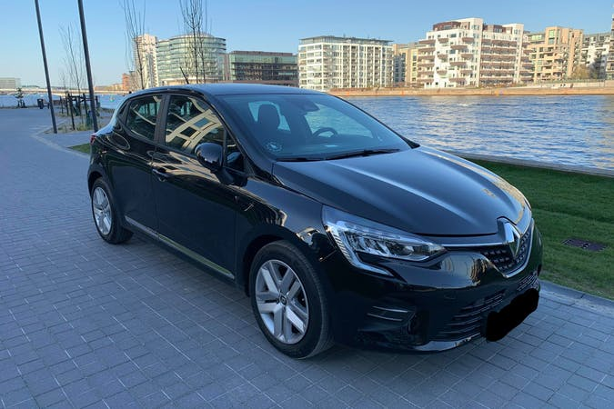 Billig billeje af Renault Clio med Bluetooth nær  .