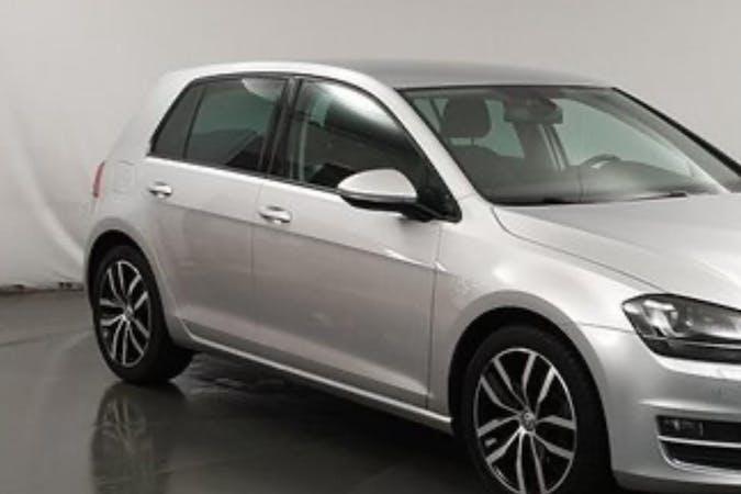 Billig biluthyrning av Volkswagen Golf i närheten av 133 44 .