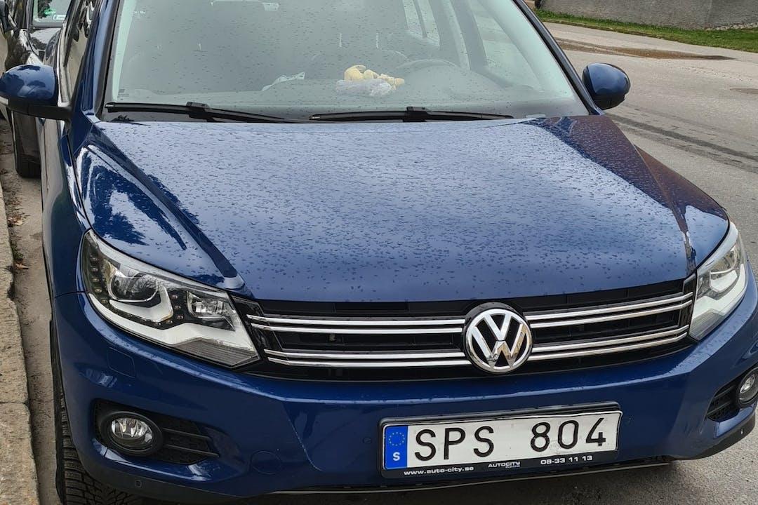Billig biluthyrning av Volkswagen Tiguan med Dragkrok i närheten av  Hässelby-Vällingby.