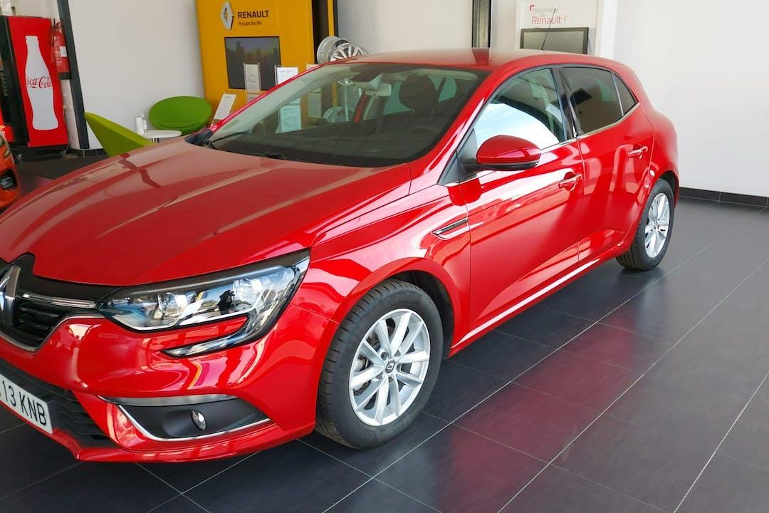 Alquiler barato de Renault Megane con equipamiento GPS cerca de  Alicante (Alacant).