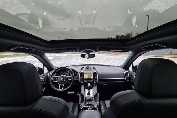 Porsche Cayennen halpa vuokraus GPSn kanssa lähellä 00160 Helsinki.