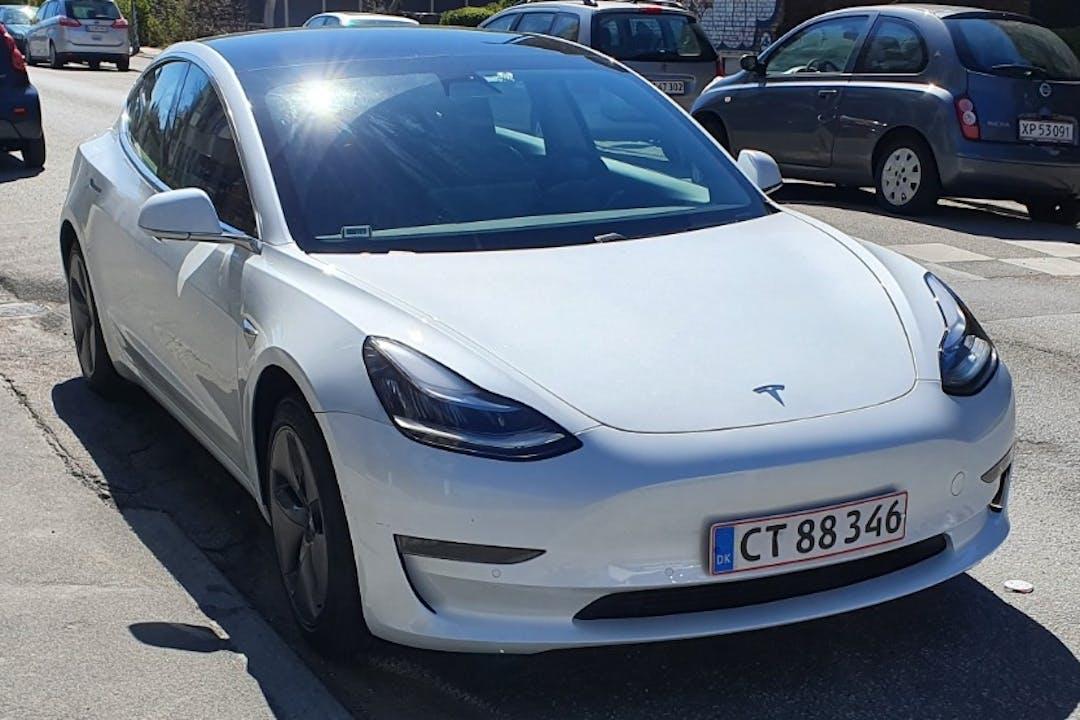 Billig billeje af Tesla Model 3 med GPS nær 2500 København.
