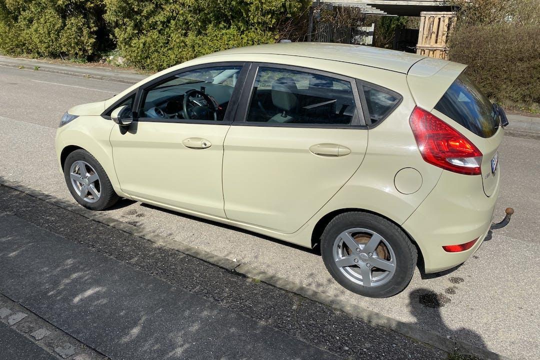 Billig billeje af Ford Fiesta med Anhængertræk nær 8260 Viby J.
