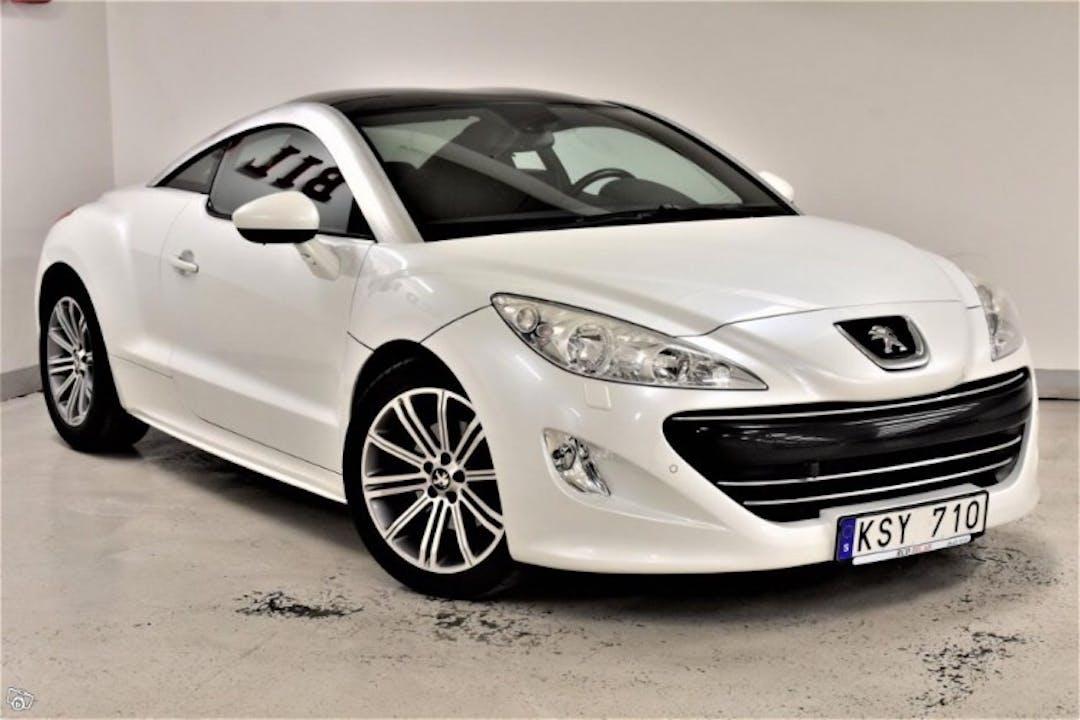 Billig biluthyrning av Peugeot RCZ med Bluetooth i närheten av 217 61 Väster.