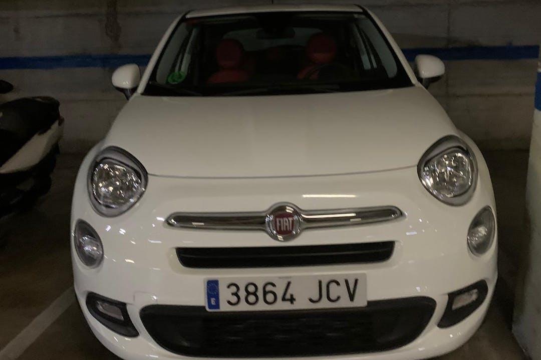 Alquiler barato de Fiat 500X con equipamiento Bluetooth cerca de  Badalona.