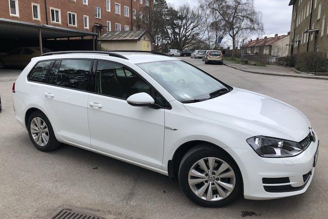 Billig biluthyrning av Volkswagen Golf med Isofix i närheten av 122 41 Enskede-Årsta-Vantör.