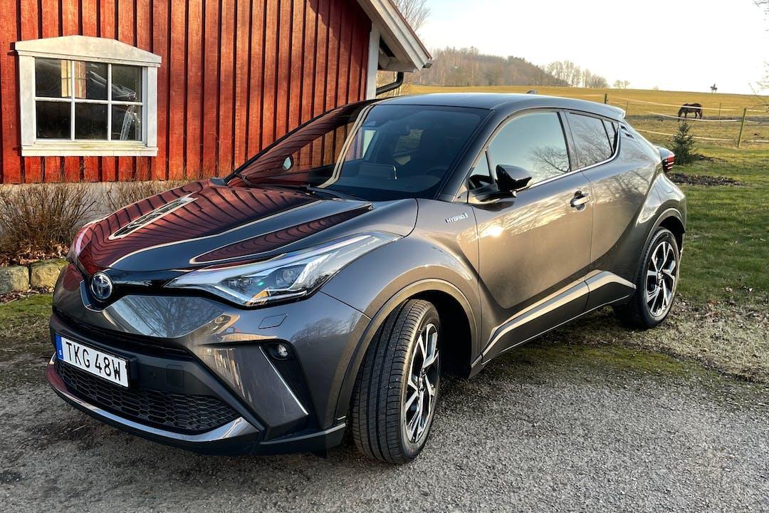 Billig biluthyrning av Toyota C-HR med GPS i närheten av 114 57 Östermalm.