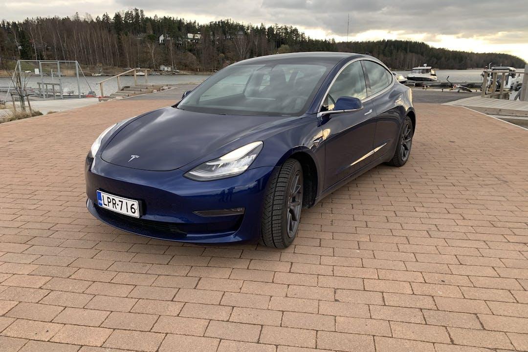 Tesla Model 3n halpa vuokraus GPSn kanssa lähellä 20780 Kaarina.