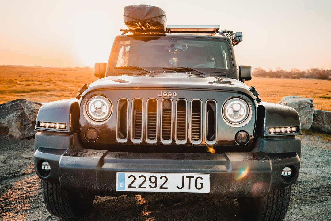 Alquiler barato de Jeep Wrangler con equipamiento GPS cerca de 08025 Barcelona.