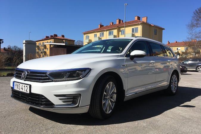 Billig biluthyrning av Volkswagen Passat med Isofix i närheten av 752 37 Kåbo.