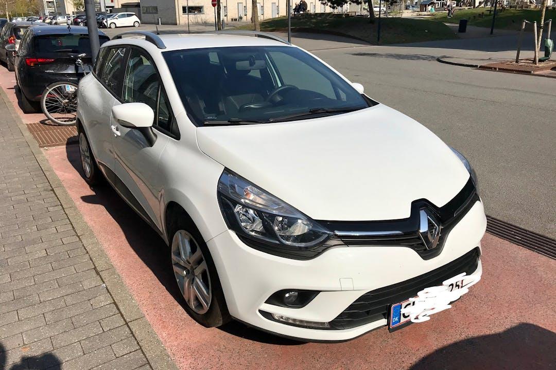 Billig billeje af Renault Clio SW med GPS nær 2500 København.