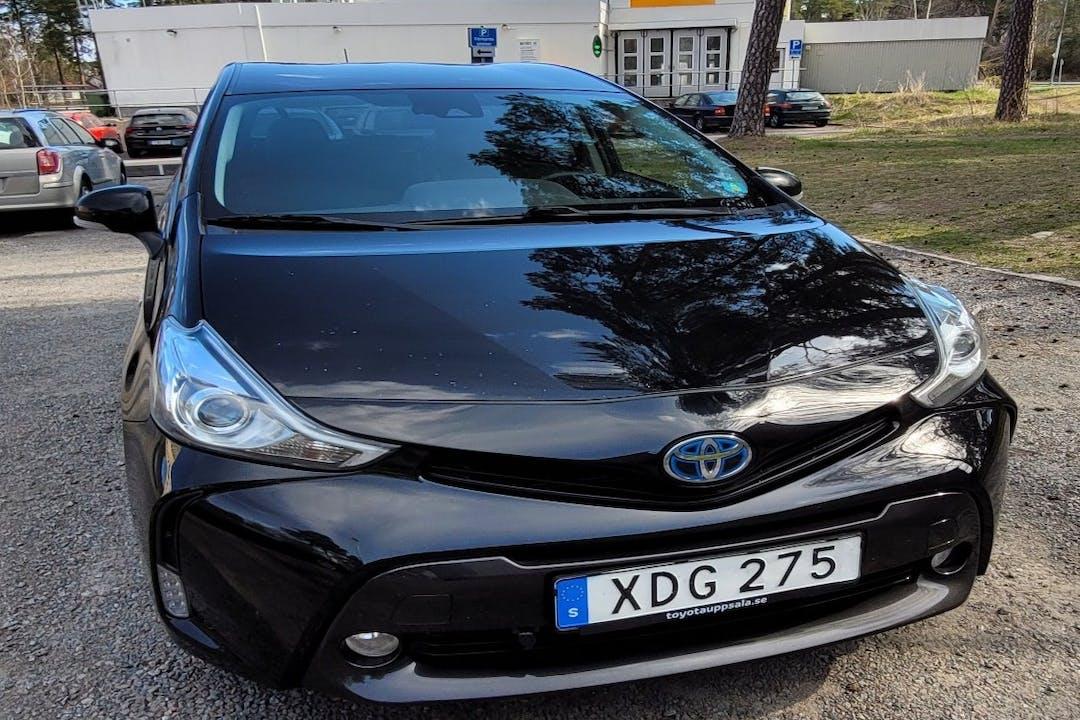 Billig biluthyrning av Toyota Prius+ med Bluetooth i närheten av 752 44 Eriksberg-Håga.