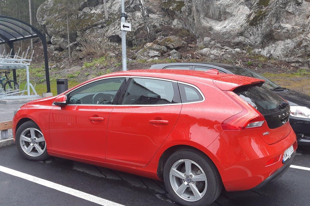 Billig biluthyrning av Volvo V40 i närheten av 168 72 Bromma.