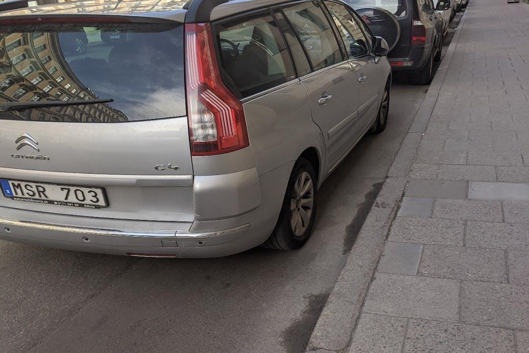 Billig biluthyrning av Citroën C4 Picasso i närheten av  Barkarby.